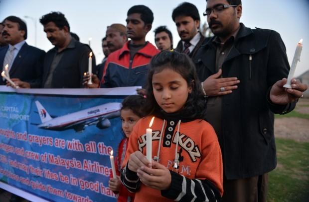 Rugaciuni pentru pasagerii disparuti, victime colaterale ale americanilor