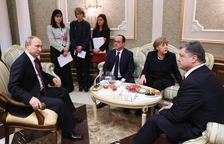 Președintele rus Vladimir Putin, președintele francez Francois Hollande, cancelarul german Angela Merkel și președintele Ucrainei Poroșenko © Nikolai Petrov / BELTA / TASS