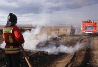 Zonele agricole ale Siberiei sub foc! Pompier stinge focul din Khakassia
