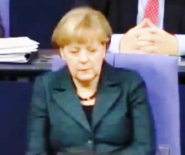 Kaiserina Merkel facuta KO in Bundestag