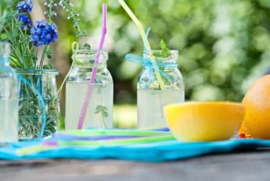 Un pahar pe zi de limonadă de lavandă te ajută