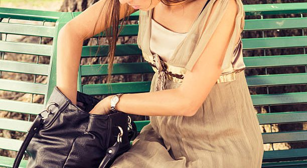 10 lucruri care NU trebuie sa iti lipseasca din geanta!