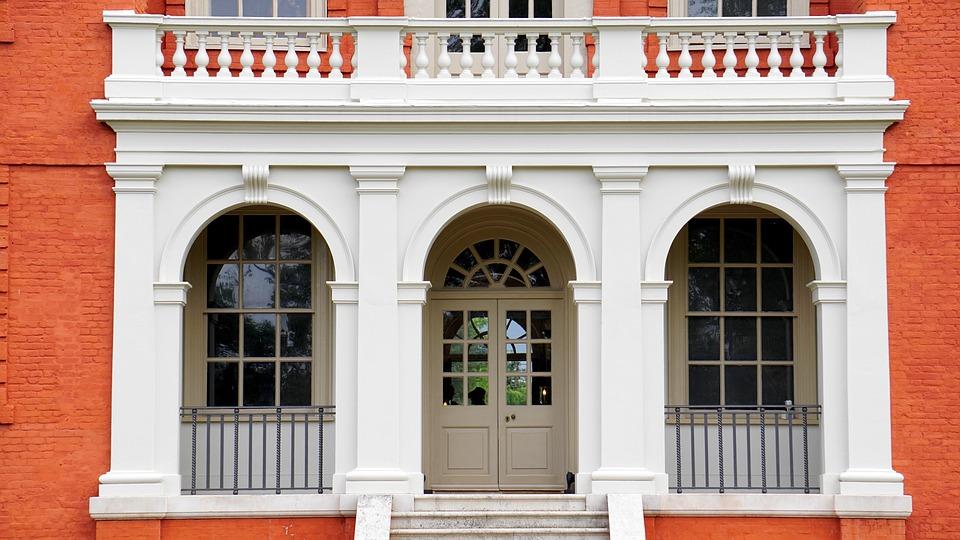 Uși de intrare pentru locuințe moderne de calitate premium