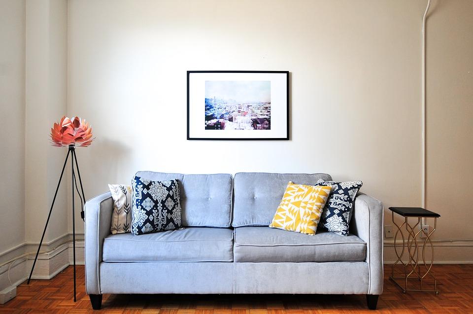 Cum imbraci canapeaua cu ajutorul capsatorului electric