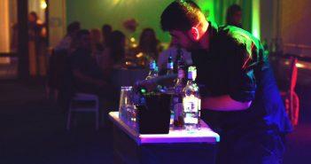 Petrecerea reusita inseamna si cocktail bar and show