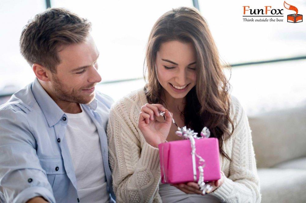 Funfox.ro - cadourile sunt modul prin care le arati oamenilor ca-i iubesti